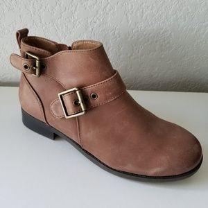 Vionic tan buckle ankle boots sz. 6.5 NWOT